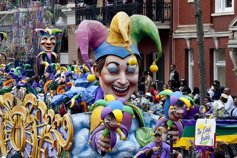 5 Things You Must Do At Mardi Gras