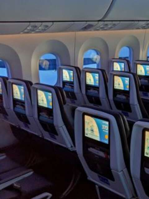 Which US airlines are blocking middle seats?