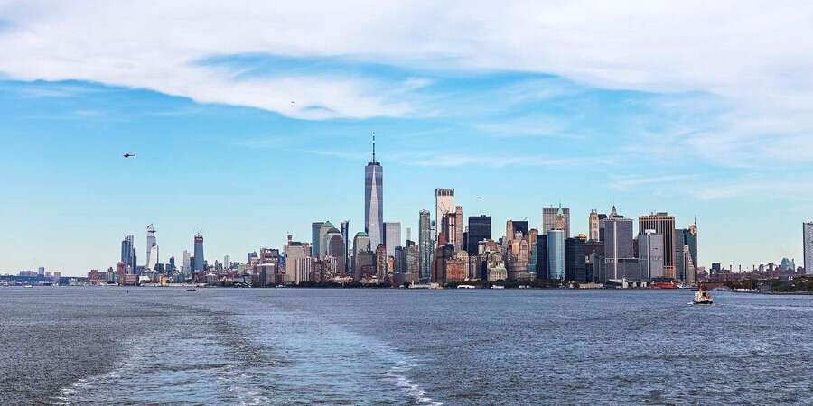 Hudson River, Statue of Liberty and Manhattan - New York - Disembarkation
