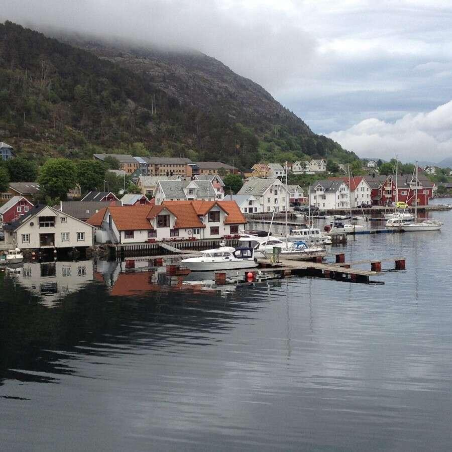 The hidden 'Frozen Bay' - Kalvåg, Norway