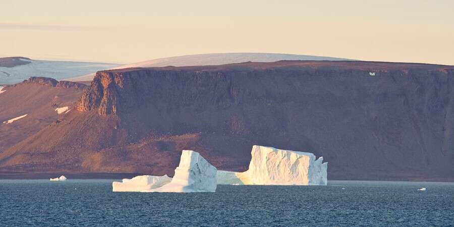 East Coast of Baffin Island - Sam Ford Fjord - Scenic Navigation